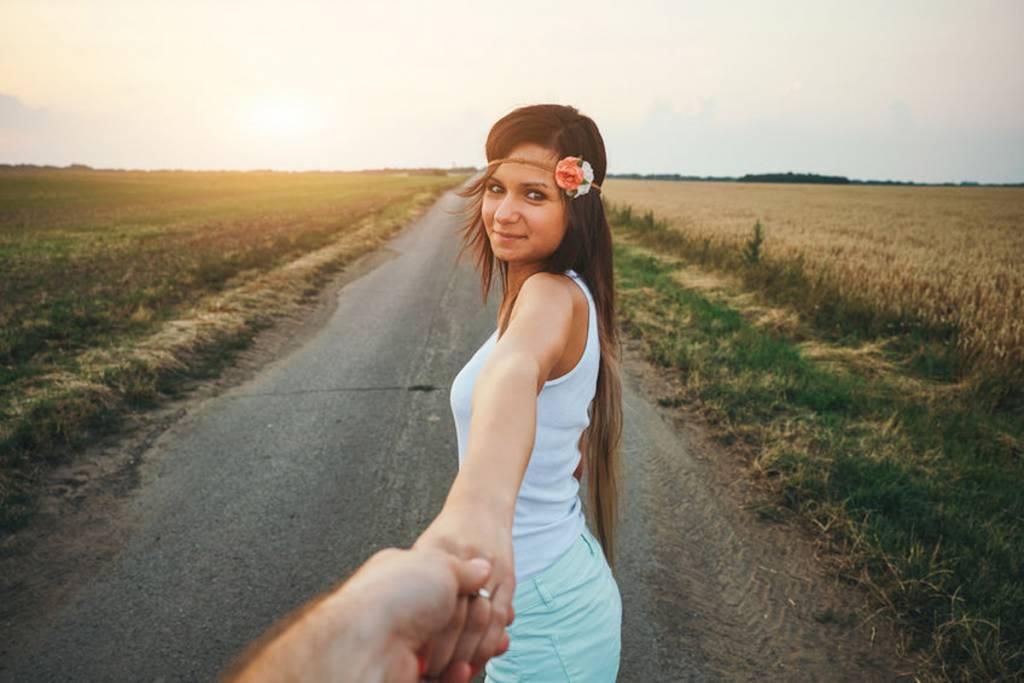 女性から男性へのボディタッチ♡男性がドキッとする触り方・部位