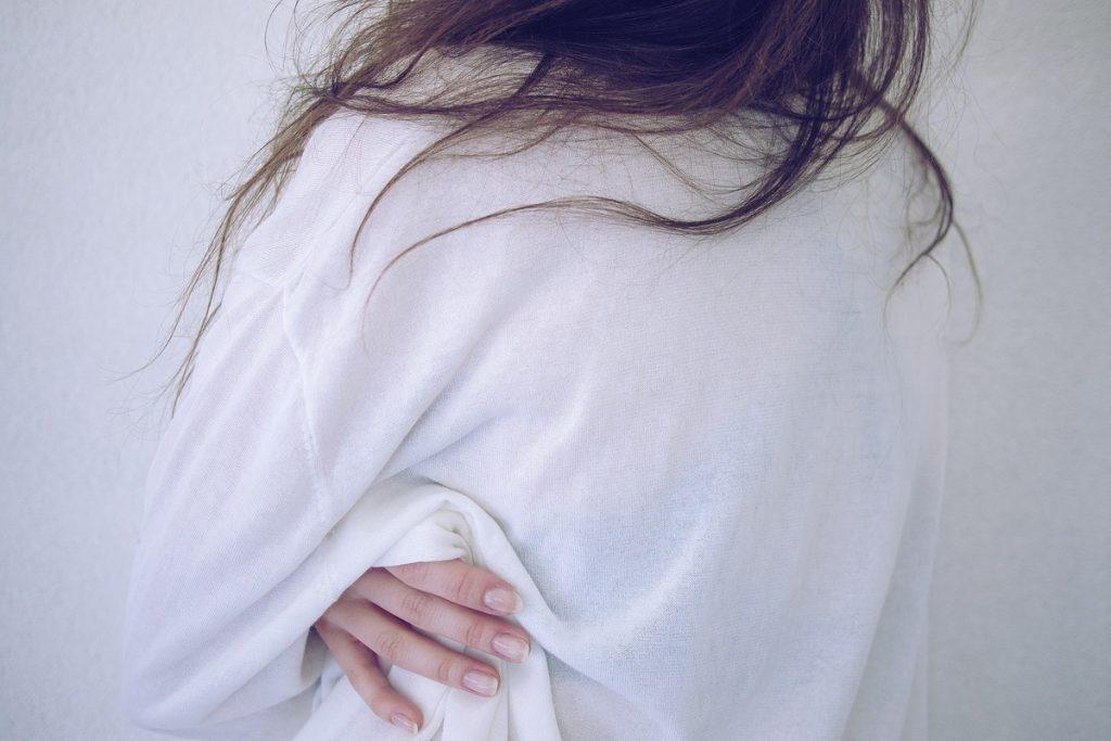 【男性の本音】男性はエッチ時、ベッドで無反応なマグロ女子をどう思っている?