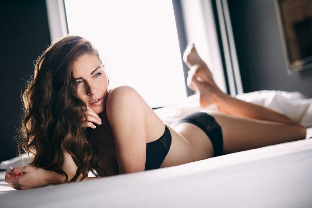 最近、抑えられない… 女性の性欲が強くなる理由とは? ホルモン? 病気?