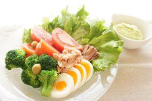 恋して食欲が減る理由 ! 食欲を抑えるホルモンの影響【管理栄養士監修】