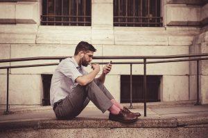 彼氏の束縛がひどい…男性が女性を束縛する心理とその対処法