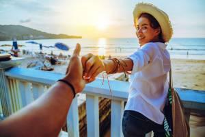 女性からデートに誘う方法 |男性心理を刺激する誘い方【例文付き】
