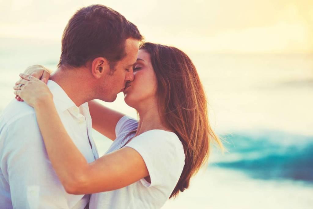 気持ちいいキスの仕方はコレ♡最高に盛り上がるキスの種類・条件とは