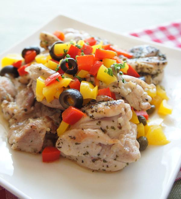 華やかヘルシーなクリスマスレシピ 鶏肉のハーブソテーパプリカソース