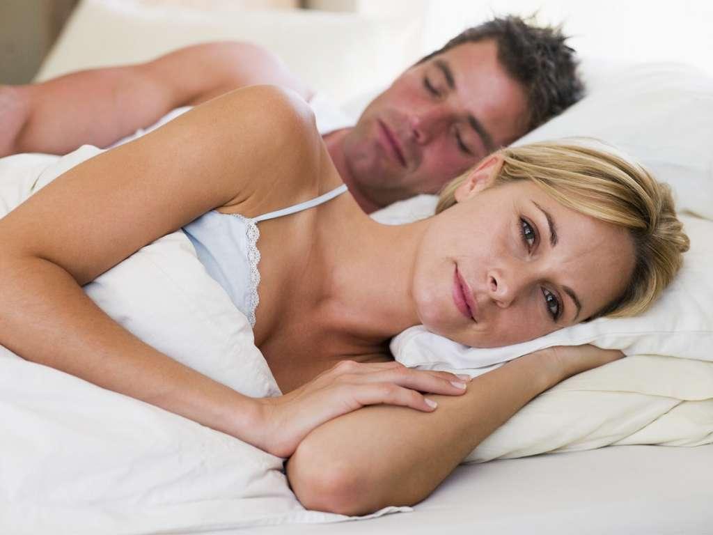 彼氏のいびきがうるさい時の原因と対処法